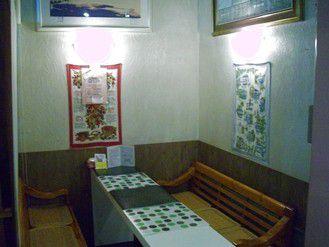 カフェコーナーの6人掛けテーブル&カフェカウンター