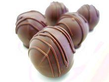 トリュフチョコレート3種。ラズベリー、スリーズ、モンタネ。